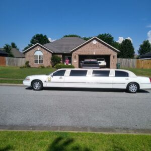 LCW-Limo-in-Front-of-House
