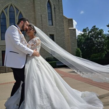 Bride-and-Groom-in-the-wind
